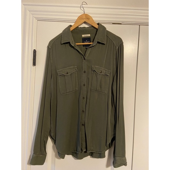 American Eagle Outfitters Tops - Green button down shirt